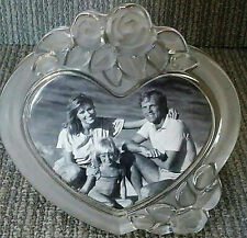 "Mikasa- Rosemont 7-1/2"" Crystal Etched Glass Single Heart w. Roses Picture Frame"