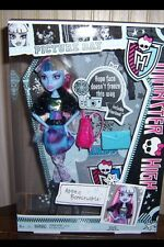 Monster High ABBEY BOMINABLE Picture Day Doll New In Box