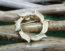 Vintage Gerrys Laurel Wreath Gold Tone Pin Brooch Small but Simple Stand Out