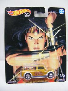 Hot Wheels 1/64 DC Wonder Woman 67 Austin Mini Van Gold #4/5