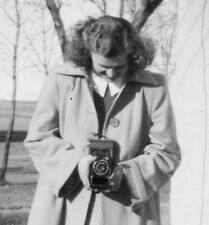 VINTAGE HIGH SCHOOL GIRL PHOTOGRAPHER CAMERA RUDA 1945 FOCUS VERNACULAR PHOTO