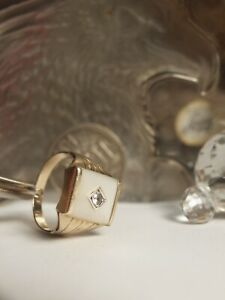 GENUINE - 9CT YELLOW GOLD MENS DRESS RING  WITH MOTHER OF PEARL & ZIRCONIA