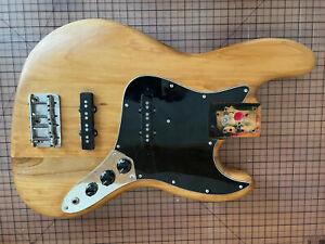 Fender Jazz Bass Body aus den 80ern inklusive Pickups / Elektronik
