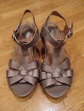 Women CLARKS Artisan Leather Sandals, Wedge, Shoe, Goldish, size 8, EUC
