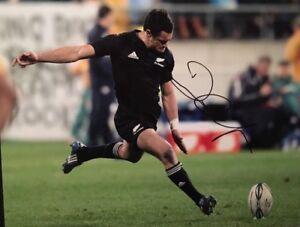 DAN CARTER - NEW ZEALAND RUGBY- ALL BLACKS - LEGEND - SIGNED 10X8 PHOTO