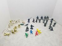 LOT OF 36 Vintage Army Men Green  brown white gray blue Plastic fort apache Marx