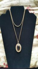 ATTRACTIVE NECKLACE WITH OVAL RED STONE PENDANT