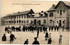 CPA  Pen-Bron -Cour de récréation des Garcons   (209856)