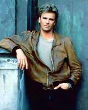 Richard Dean Anderson Macgyver 8x10 Photo In Brown Leather Jacket