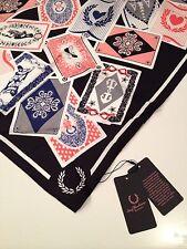 Fred Perry Amy Winehouse Seda Bufanda jugando a las cartas impresión BNWT