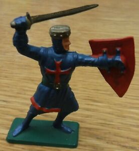 Vintage STARLUX 1970's, Medieval Knight, 54mm scale plastic. (d)