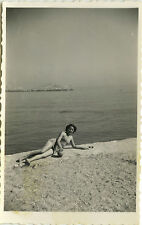 PHOTO ANCIENNE - VINTAGE SNAPSHOT -FEMME SEXY PIN UP MAILLOT DE BAIN JAMBES-LEGS