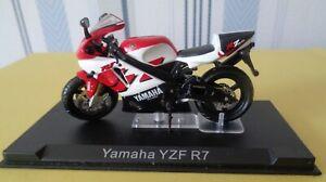 Moto Yamaha YZF R7    1/24 eme   réf 459