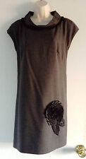MAGGY LONDON Black & Charcoal Gray w/Flower Applique Detail Shift Dress 8 NEW!