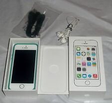 Apple iPhone 5s White Unlocked AT&T w/ Box USB Computer Cord Earbuds Bundle