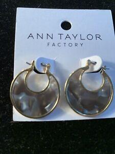 $29.99 NWT Ann Taylor Pierced Abelone Hoops With Gold Trim-JC9