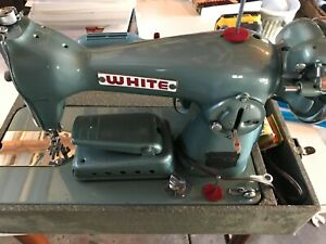 Beautiful Vintage White Model 658 Sewing Machine w/Case Runs Smoothly