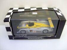 Voitures de courses miniatures gris sous boîte fermée Audi