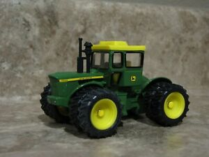 Ertl 1/64 John Deere 7520 4WD Tractor Farm Toy Duals