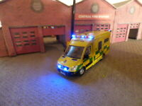 Oxford  1/76  Mercedes ambulance ( London ) with flashing emergency lights