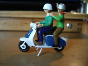 LAMBRETTA  LI 125 SCOOTER 1.32  BRITAINS STYLE WITH FIGURES KIT