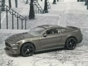 2019 Ford Mustang Coupe  collectible 1/64 scale diecast diorama model