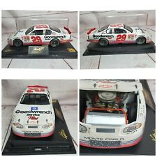 Kevin Harvick 29 GM Goodwrench 2001 Monte Carlo 1:24 Scale Diecast Car W/Case