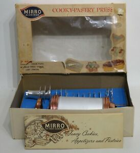 Vintage Mirro Cooky-Pastry Cookie Press Cake Decorator Set 358-AM 14 Plates