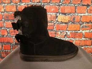 GUC women's KOOLABURRA by UGG classic short black suede boots - SIZE 5 w/BOWS