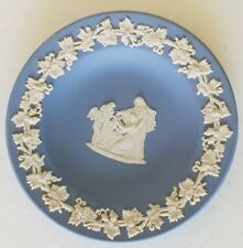 "Wedgwood made in England jasperware blue cream pottery dish 4 1/4"" grape vine"