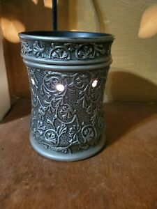1 SCENTSY  Silvervine Full Size Warmer and 1 Night light duo RARE set