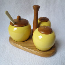 Sweden Keramik Menage gelb Salz&Pfeffer Streuer Senftöpfchen Holzständer RAR!