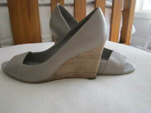 """BANANA REPUBLIC"" Ladies Leather Wedge Heel Shoes - Size 9"