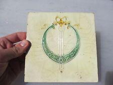 VINTAGE piastrella in ceramica architettonico antico vecchio Decorativo Corona nastro fiocco