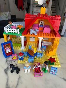 GRANDE MAISON EN LEGO DUPLO AVEC SA FAMILLE CHIEN ET CHAT : VISITE DU MEDECIN