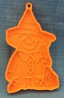 CUTE VTG HALLMARK Halloween Witch Cookie Cutter, Orange Plastic, Ex. Condition