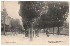 CPA 89 - AUXERRE (Yonne) - 19. Vue prise vers le Maréchal Davout (animée, défilé