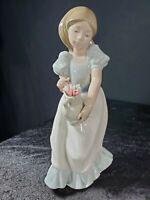 Lladro NAO Tulip Time Figurine #1001 Vintage 1986 Porcelain Handmade Spain Mint