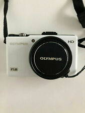 OLYMPUS XZ-1 10MP Digital Camera with f1.8 Lens and 3-inch OLED Monitor (White)