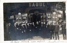 CPA 75 PARIS 6e VERITABLE CARTE PHOTO DU MAGASIN DE CHAUSSURES RAOUL (GROS PLAN