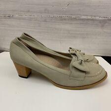 De Lourve Size 8 8.5 Beige Court Heels Bow Block Heel *Defect - glue mark* #562