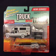 Johnny Lightning Truck and Trailer 1:64 2002 Chevy Silverado Camper Ver A WHITE