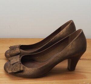 Clarks bronze shoes size 5.5 court shoe bow heel metallic brown