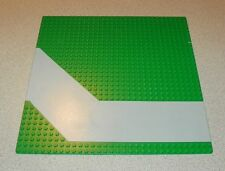 LEGO - Baseplate, Road 32 x 32 with Driveway in Gray Pattern - Green