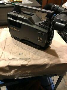 Sony HDW-F900 CineAlta 24P HDCAM Camcorder Low Hours