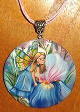 Pintado a mano ruso hada de la flor NIÑA Azul IRIS Colgante de concha Gorbachova