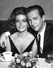 8b20-13820 Bobby Darin out to dinner with some babe 8b20-13820