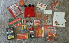 MANCHESTER UTD. COLLECTABLES - key ring, badge, pennant, figurine etc.