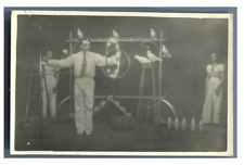 Nederland, Circus. Roberti and Assistente  Vintage silver print. Tampon au dos.
