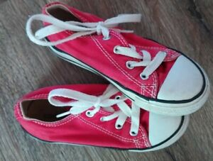 CONVERSE Low Top Red Toddler 9 sneakers
